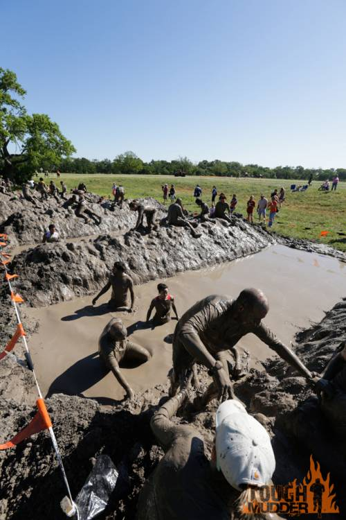 tough-mudder_mud-mile_mud-pit-run_push-ups_many-mudders